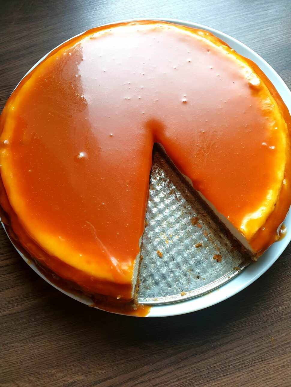 Cheesecake so slaným karamelom